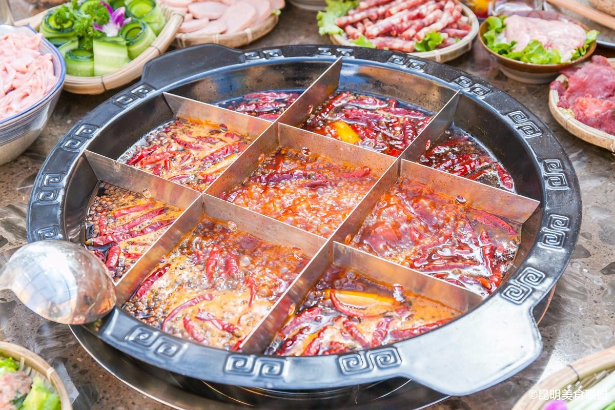 家乡口味 于是他兴起了开火锅店的想法 火锅汤底在厚山,是 不会放八角