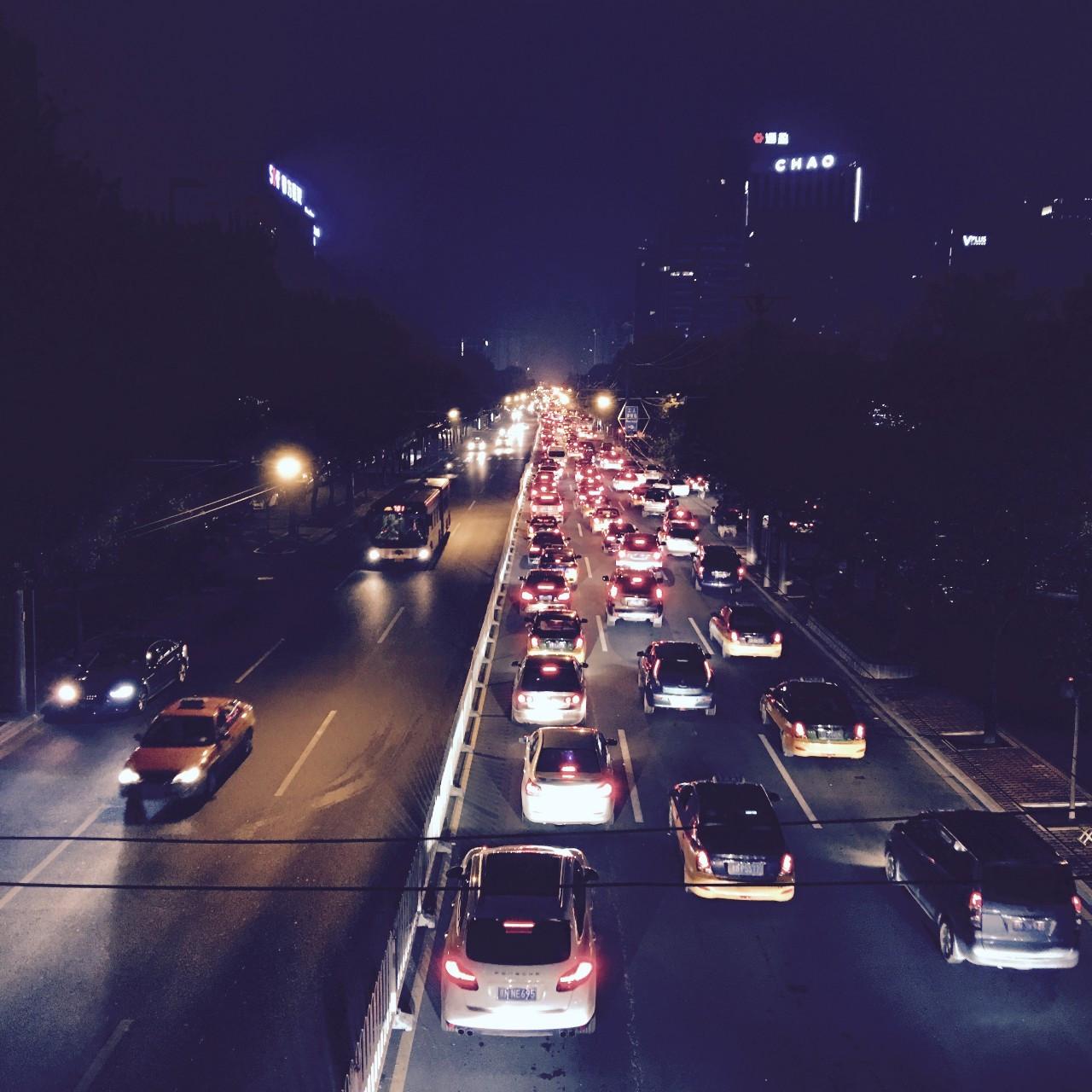 深夜打车70次,我见过这个城市最没有防备的一面
