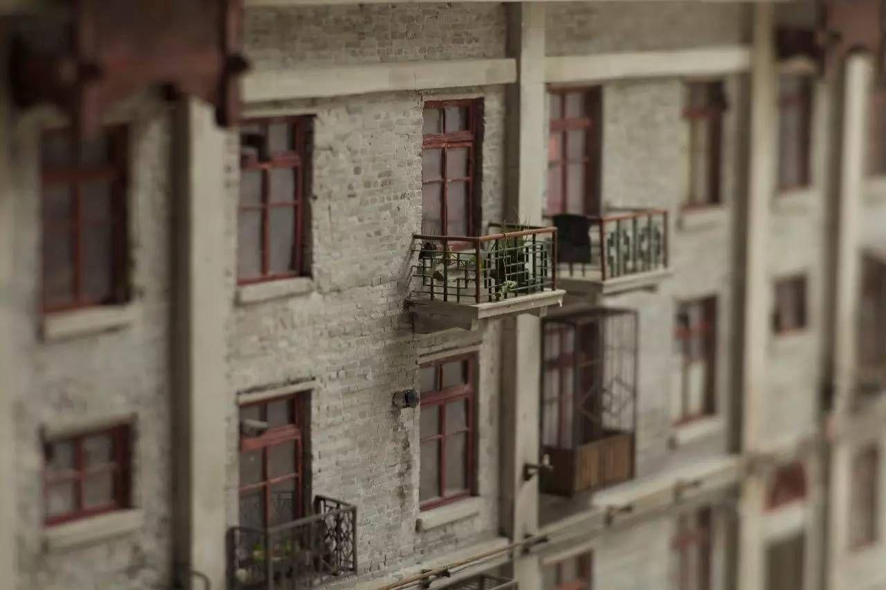 老北京筒子楼里的戏图片