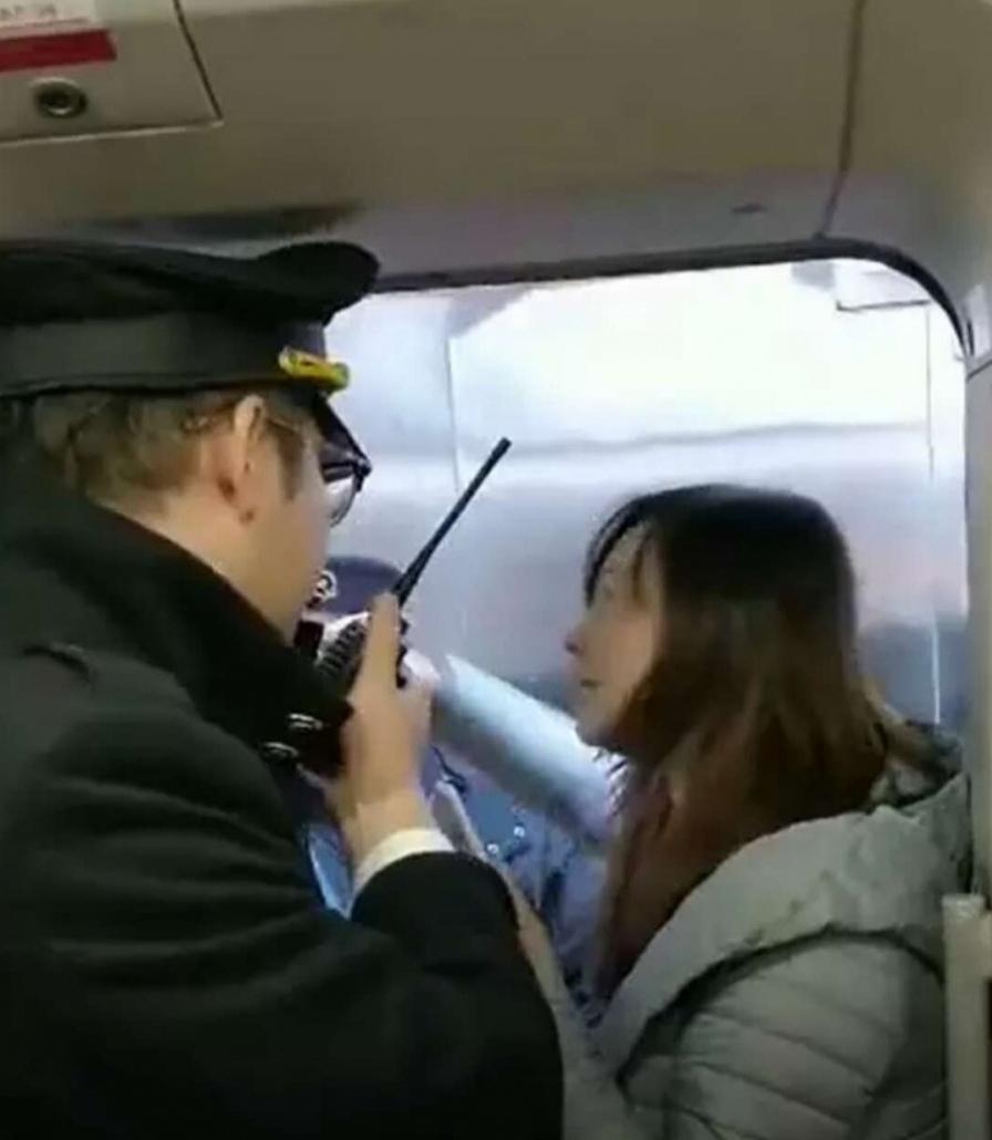 律师说法: 合肥南站一女子强行阻拦高铁发车会触犯到法律吗?_列车