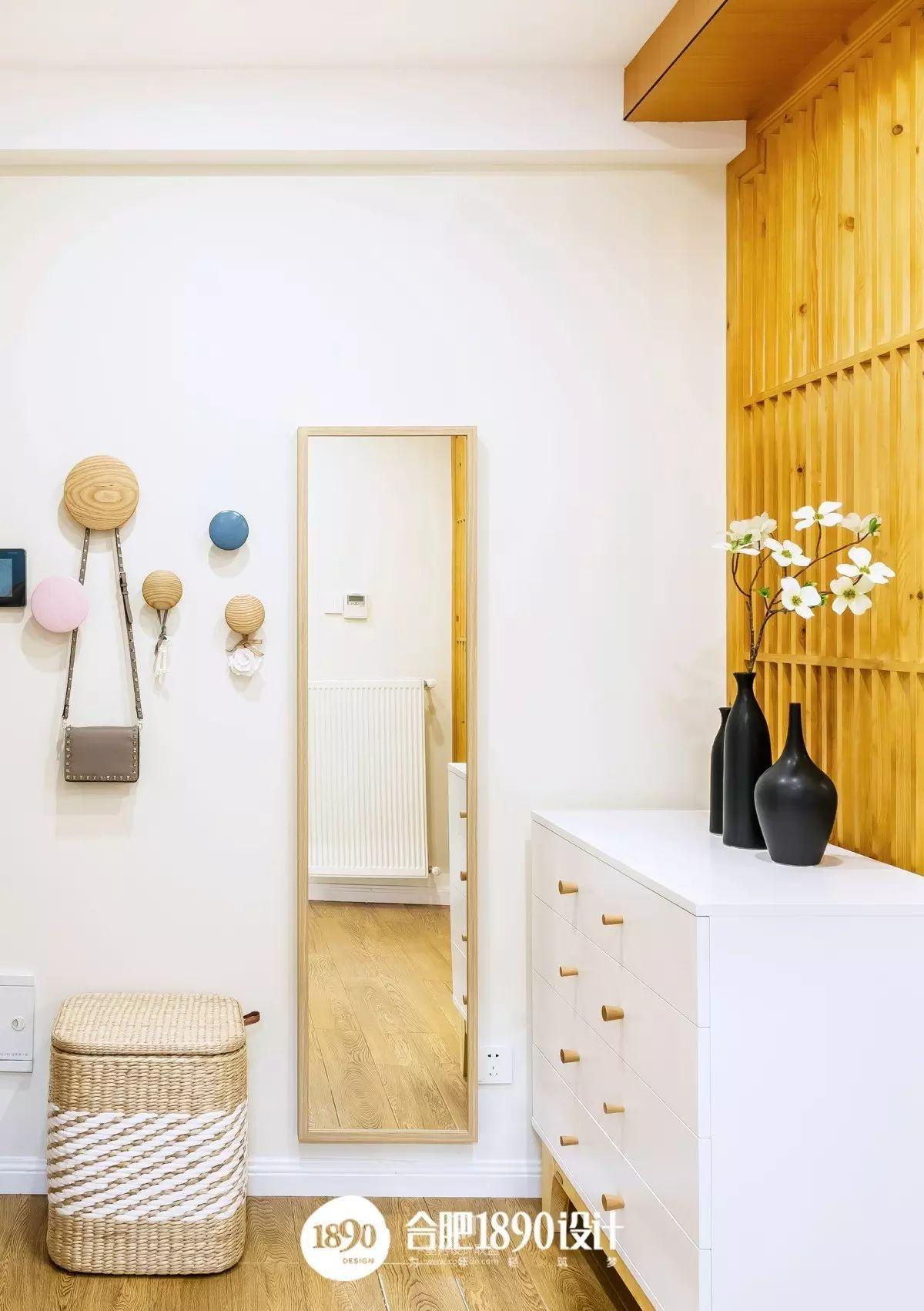 木格珊与现代家具的碰撞,让整个环境提升了一个档次.