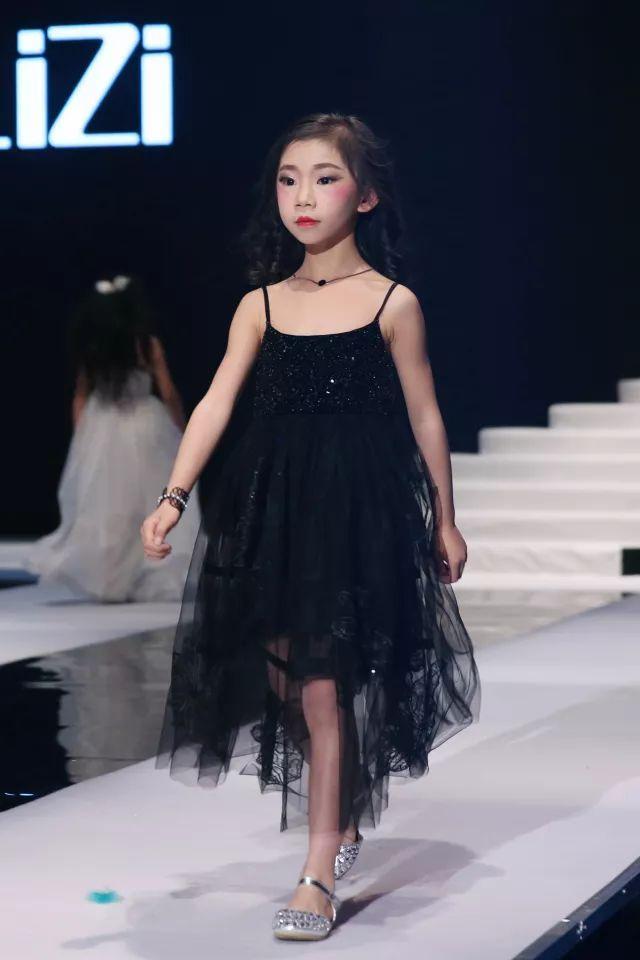 2018秀场偶像国际儿童时装周 | licilizi2018ss新品发布会图片