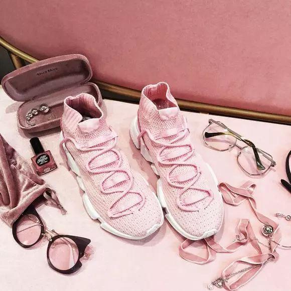 FashionPlus_只有十根羽毛重并颜值爆表!TA就是潮流跑鞋界的Freestyle