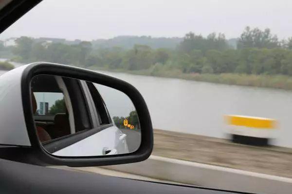 买车必看,新车上最流行的10大科技配置,哪些是浪费钱的?