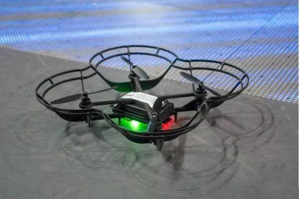 『新酷应用』英特尔新版无人机表演室内灯光秀