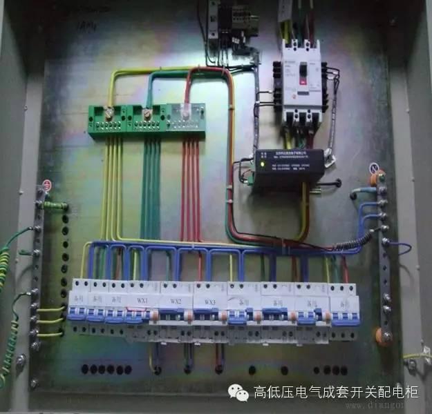 正文  浪涌保护器接地端应与配电箱保护接地线接地端子板连接,配电箱