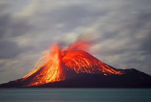 不要小看这些岩浆,看我模拟一次火山爆发.