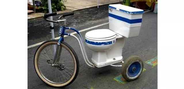 有人说跑马拉松上厕所太难,知足吧!自行车比赛不弄身上就不错!