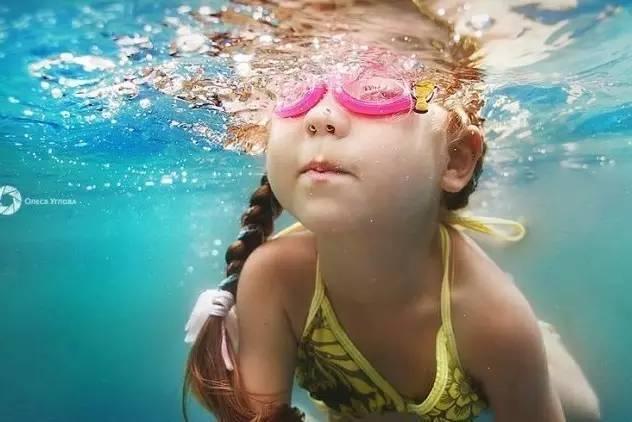 初学游泳记住这3个技巧