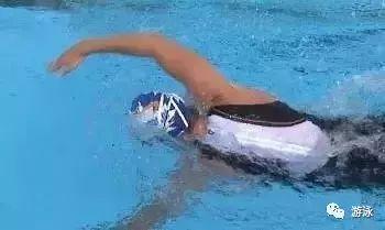 自由泳为什么不能拇指先入水