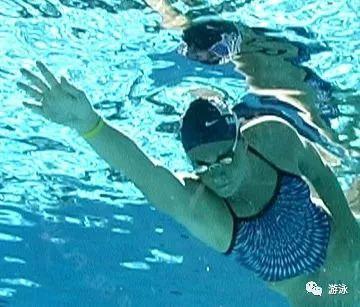 """提高自由泳速度完整诀窍,""""从头到脚""""解析"""