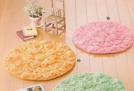 花朵的地毯,地垫,坐垫,茶杯垫等等,至于旧毛线编织物的用途,都由你来