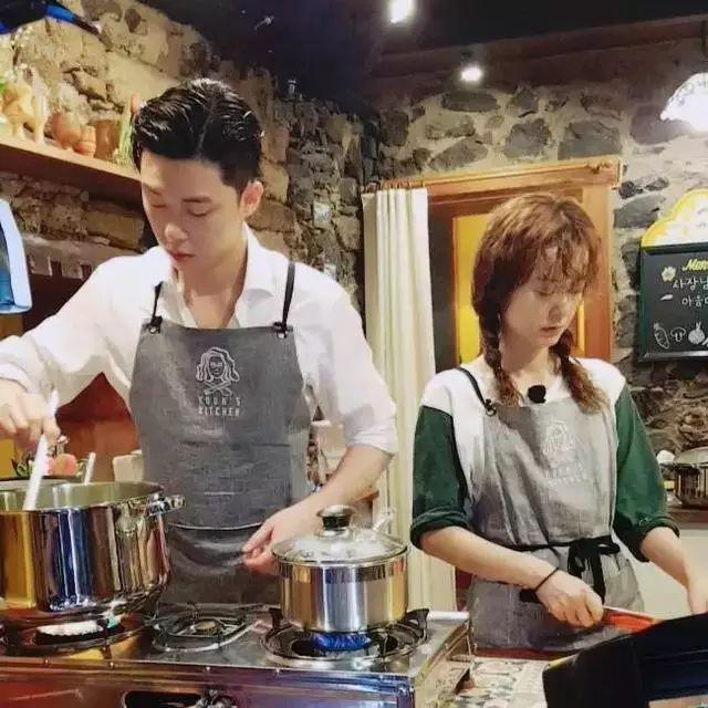 v食堂食堂《尹正文2》,由尹汝贞,李瑞镇,郑有美及朴叙俊共同出演,在古文化街的美食图片