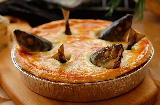 欧洲鳗,伦敦菜,把鳗鱼切好放在锅里面,加醋煮,在煮的过程中,鱼里面的图片