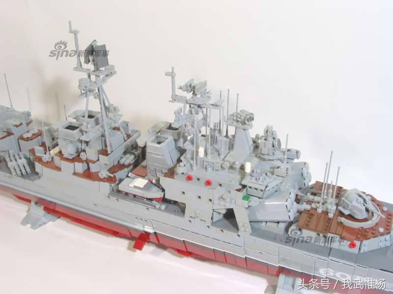 丹麦人用乐高积木拼出丹麦海军版无畏级驱逐舰图片