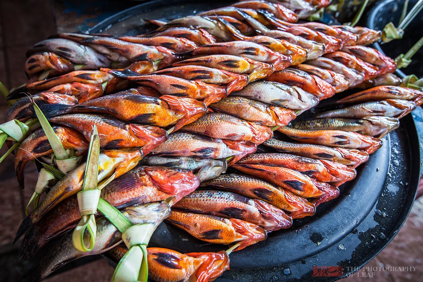 高档海鲜全被中国人吃了,海鲜市场只有鱼,当地人更爱蝙蝠蟒蛇