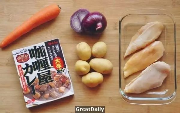 美食 正文  上周的肥牛小火锅 大家觉得还不错吧 说到晚餐 必不可少的