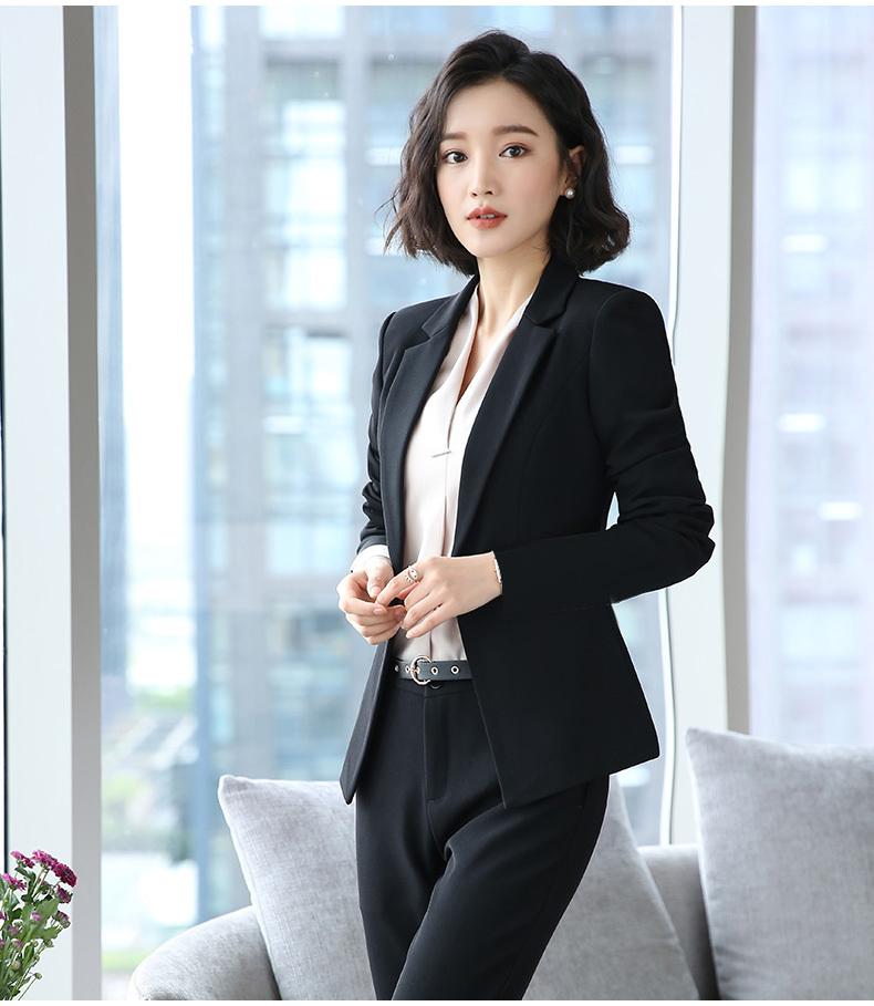 女性职业装�yg�_女性职业装怎样穿才能大方得体?