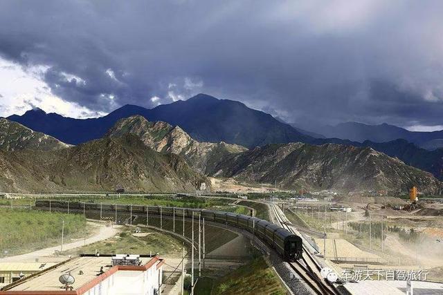 被称为十大世界之最的路,一条举世瞩目的钢铁巨龙蜿蜒前行!