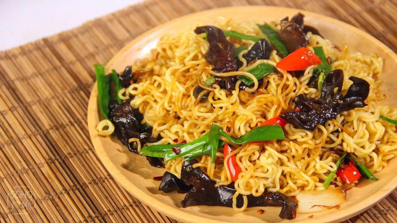 广州一女生,捣腾出11种,世界上最好吃的泡面煮法,值得收藏 搜狐美食 搜狐网