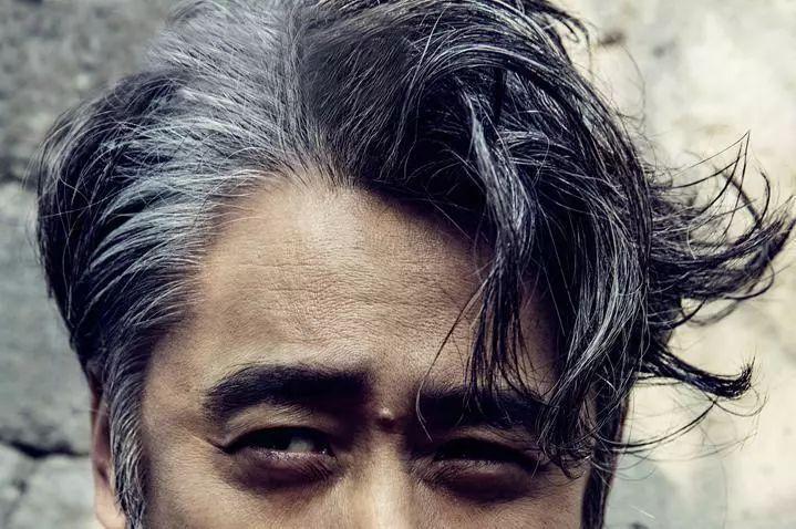 黑白相间的头发图片