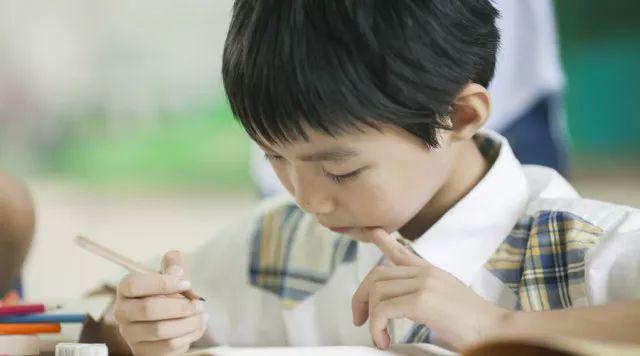 为什么越喜欢操心的家长,孩子往往越不听话?这样做,效果百倍!