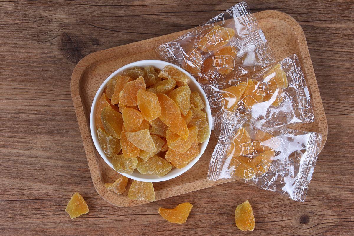 周末吃什么 年货零食场 都是小而美坚守品质的鱼片干虾烤海苔 出日本美国炒花生 果干大礼包
