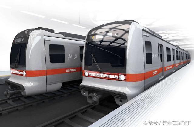 印度火车出名,美网友神评价,中国地铁火了,为何印教授大骂印媒