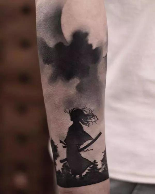 ▼同时许多男生也喜欢找陈洁纹上剑客刺青图案,完成了男孩小时候总图片