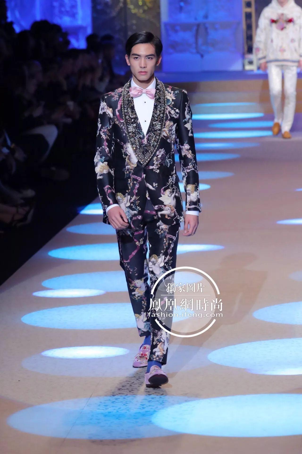 热巴之后Dolce & Gabbana又请中国明星走秀, 这次18岁的他赢大了!