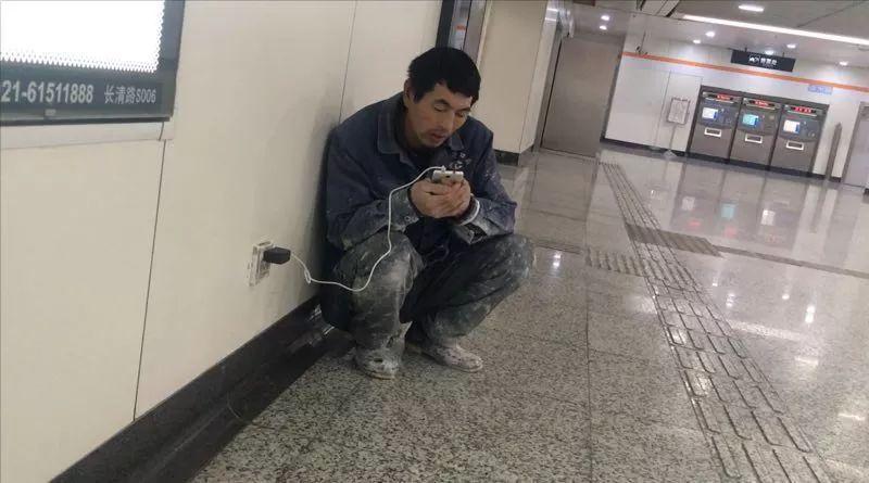 Ge setiap malam datang ke stasiun