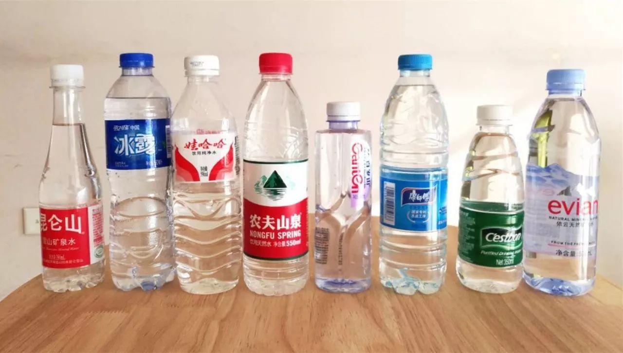 首先我们买来了各大品牌的水 娃哈哈,怡宝纯净水呈现酸性,可能是因图片