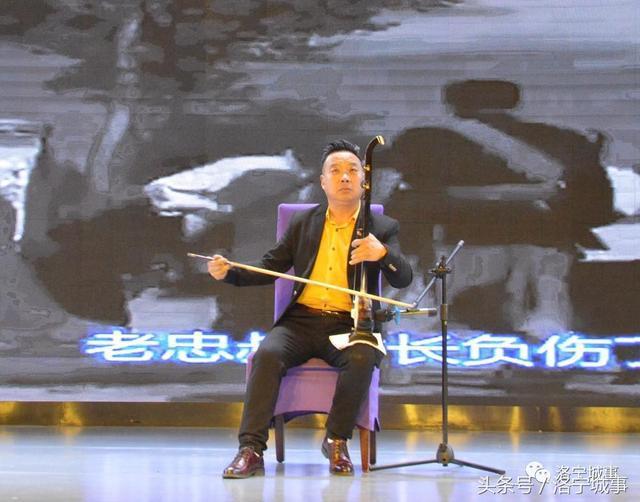 洛宁籍刘长江的板胡独奏《地道战》图片