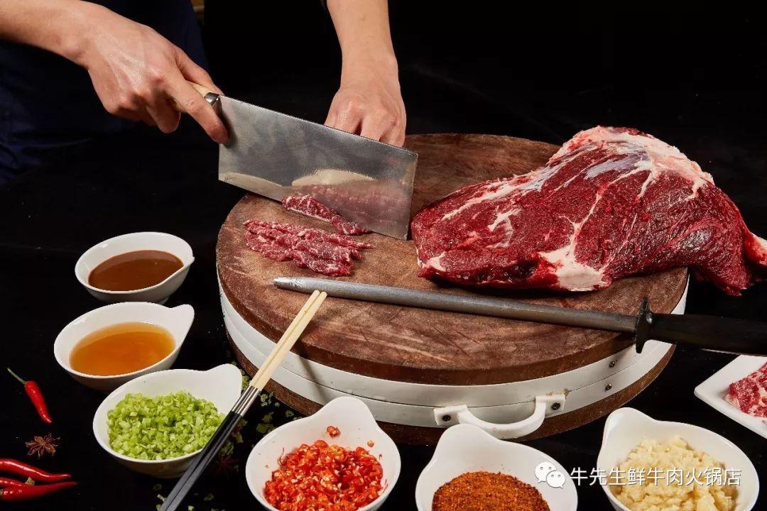 美食 正文  话不多说,让小编来揭开庐山真面目 每天新鲜到店牛肉 火锅