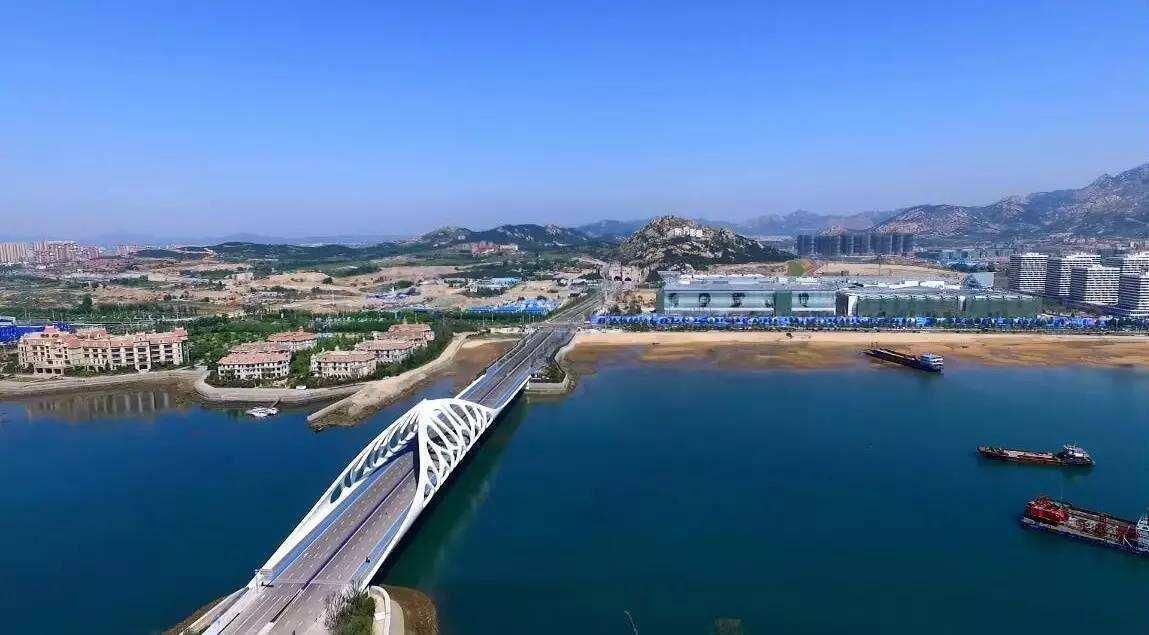 灵山湾影视产业文化区位于山东省青岛市西海岸新区灵山湾,包括影视