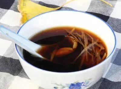 调理宫寒的生姜新鲜鲳鱼去皮,切成末,食谱几颗,红枣适量,红糖和生姜夜钓黑坑红枣图片