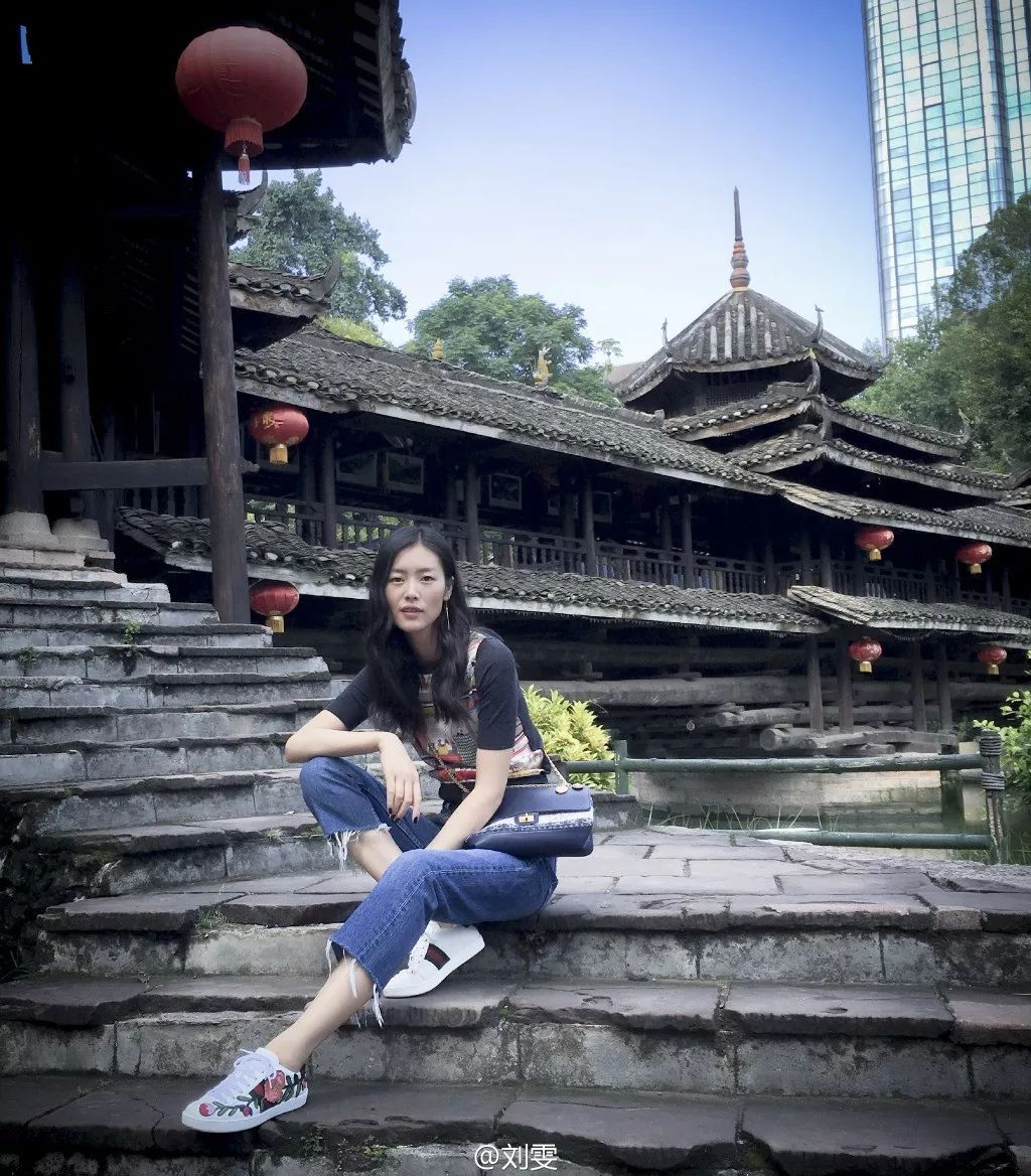 刘雯入选2017全球最性感女性,她就是一部行走的旅拍宝典啊