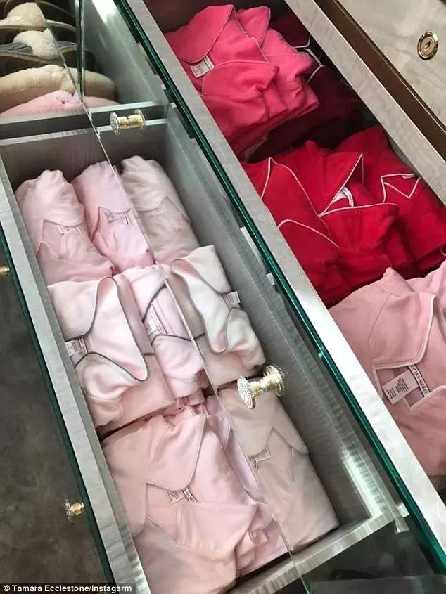 时尚 正文  就放了20多只经典菱格纹包 价格从一万到五万元不等 有图片
