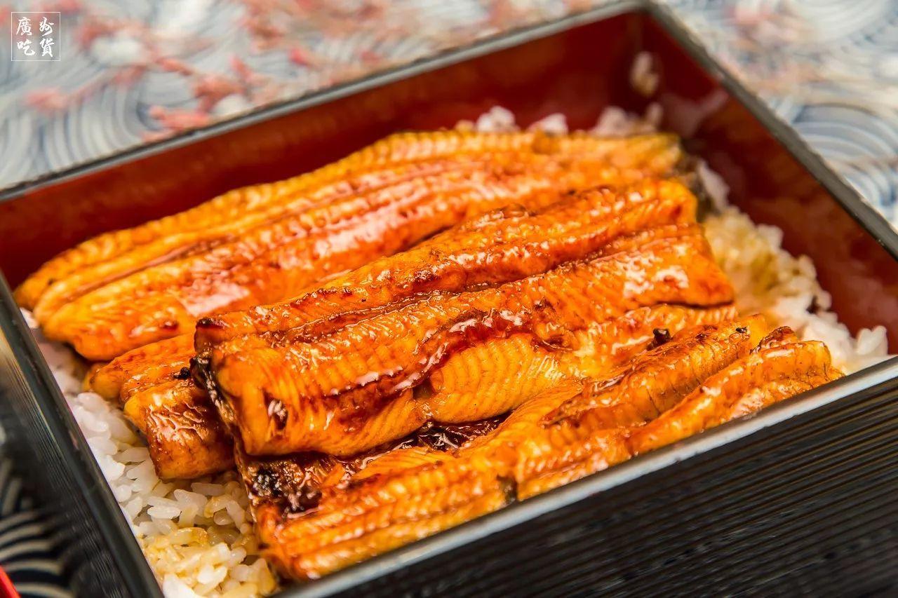 刺火烤_擦擦口水,等待上桌~ 鳗鱼的脂肪含量恰好,刺也比较软小,炭烤过之后不