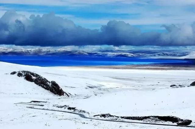 正文  1月,莫辜负了日光之城这般虔诚的暖意,冬天里的西藏才是最唯美
