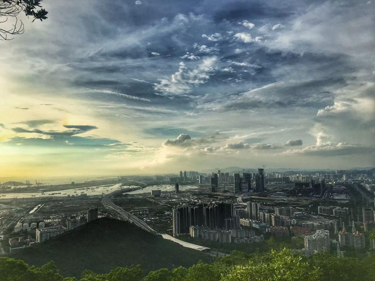 """什么时候深圳的有钱人,不用再去香港""""抢""""豪宅?"""