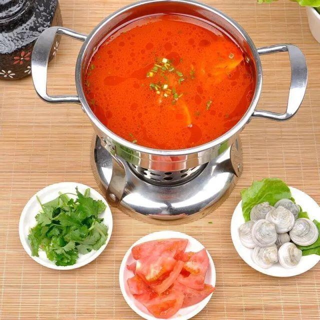 现在,一些不良商家为了让消费者吃了火锅后不拉肚子,会在汤锅中直接