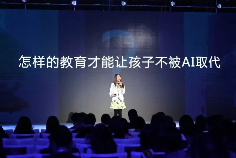 """""""北京折叠""""之后,我们和郝景芳聊了技术、时代和人的彼岸"""