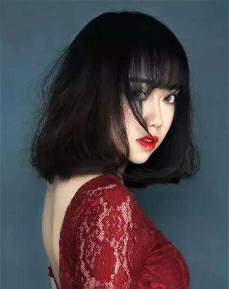 时尚 正文  齐肩烫头发短发发型适合女生显瘦的短发发型,齐肩齐脖的图片