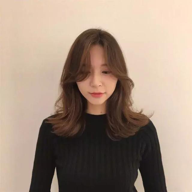 发型 脸大的女生适合什么样的刘海?