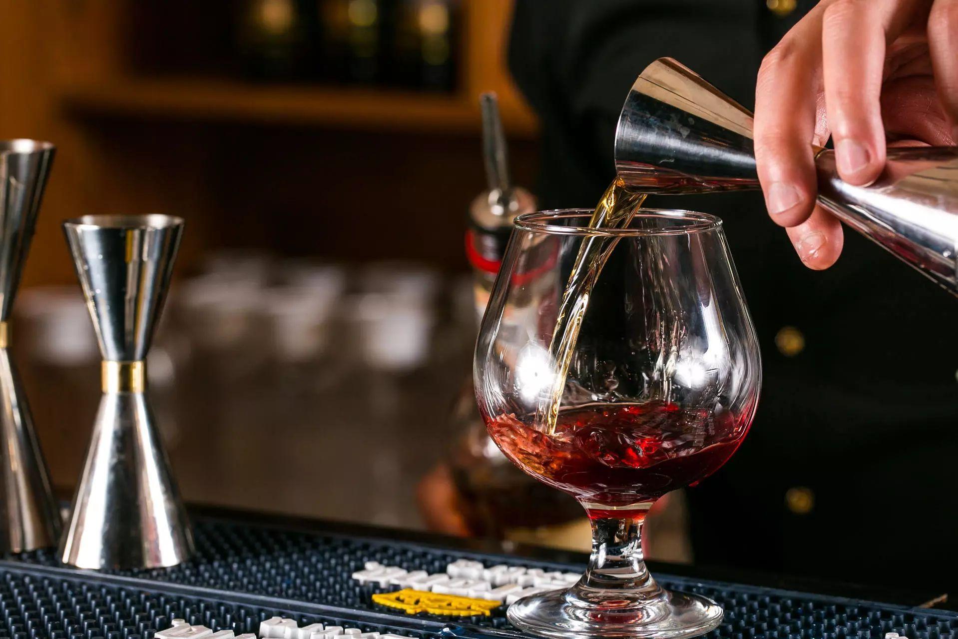 分享下中国白酒和六大烈酒的喝法,别再一口闷了
