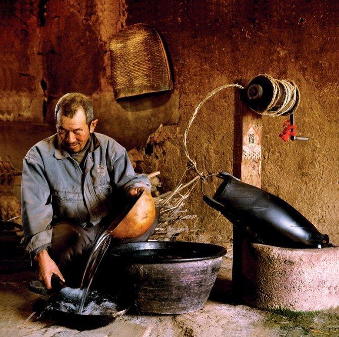 20年前北方农村的珍贵老照片 黄牛耕田拉车 轱辘井取水