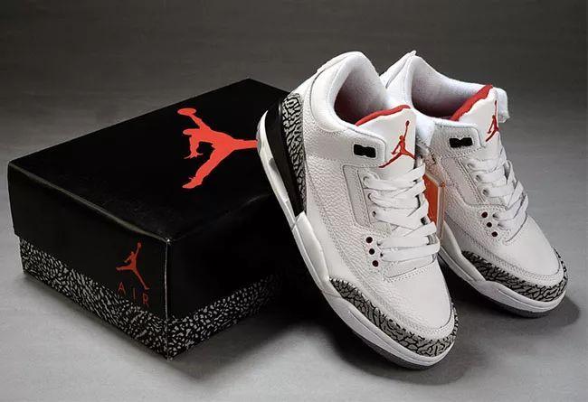 惊喜到来,水晶底的白水泥 Air Jordan 3 下个月发售。货号:923096-101