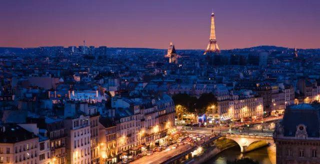那是巴黎的灵魂在闪闪发光