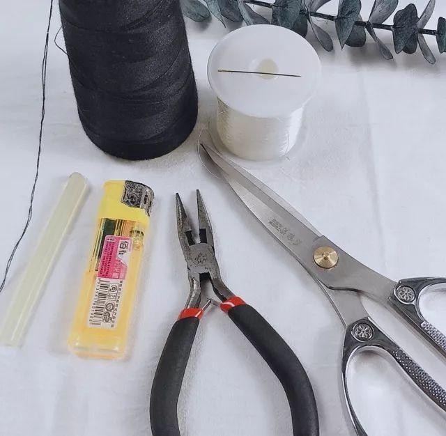 今天的手工头饰创意diy图文教程向大家分享一个简单又精致的发箍,发箍